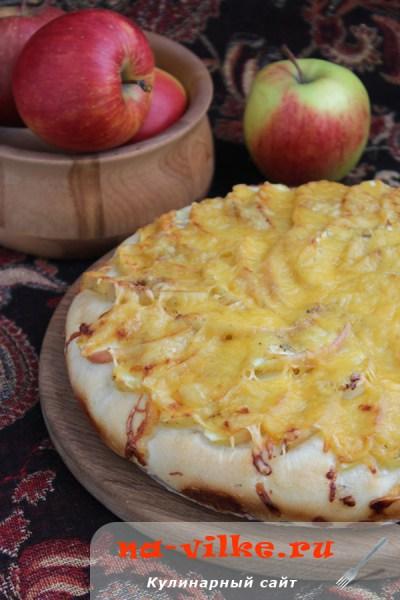 Лепешка с яблоками и сыром