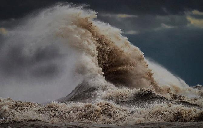 11 ошеломительных снимков разъяренного озера Эри