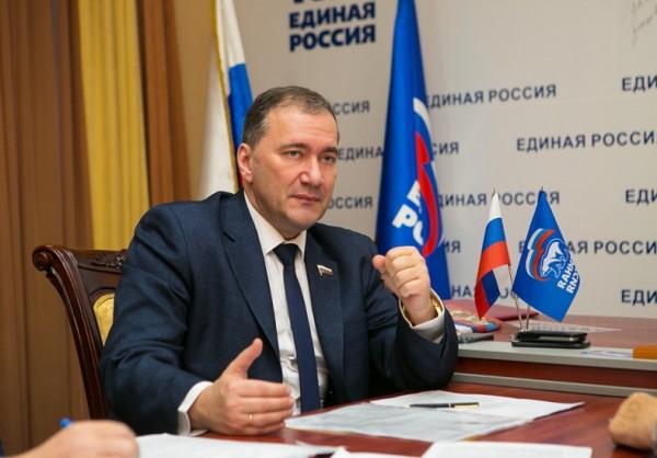 Россия ужесточает миграционн…