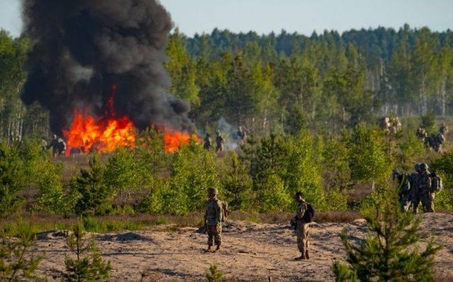 В Латвии во время высадки десанта США загорелась платформа с техникой