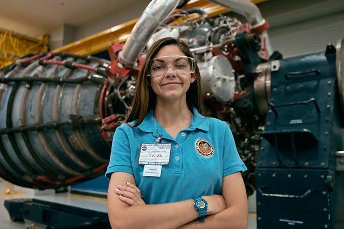 Алисса Карсон - девушка, которая собирается полететь на Марс