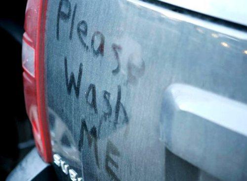 Машина: несколько полезных хитростей как избавиться от загрязнений внутри и снаружи доступными средствами