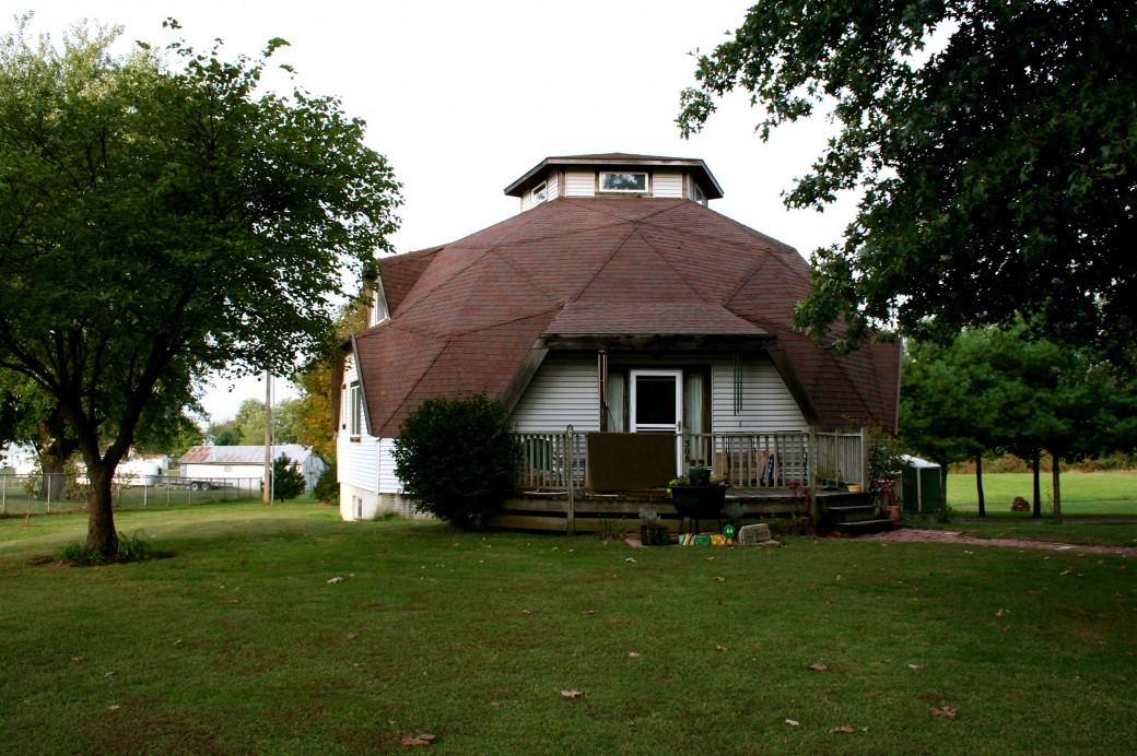 Купольный дом с кровлей и верандой