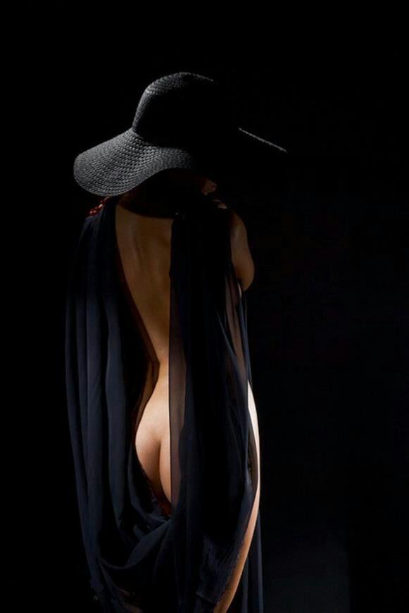 Порно фото дівчат в капелюхах 82637 фотография