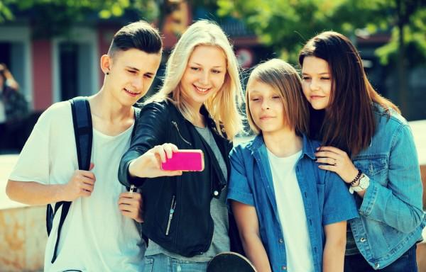 Современные подростки питают…