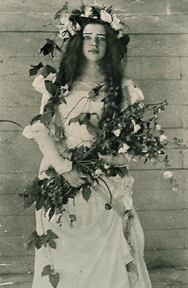 Любовь Менделеева (Офелия) в домашнем спектакле «Гамлет», 1898 год.
