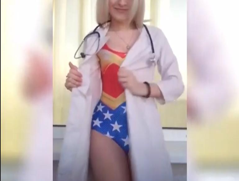 Женщина-врач разделась ради спасения пациентов