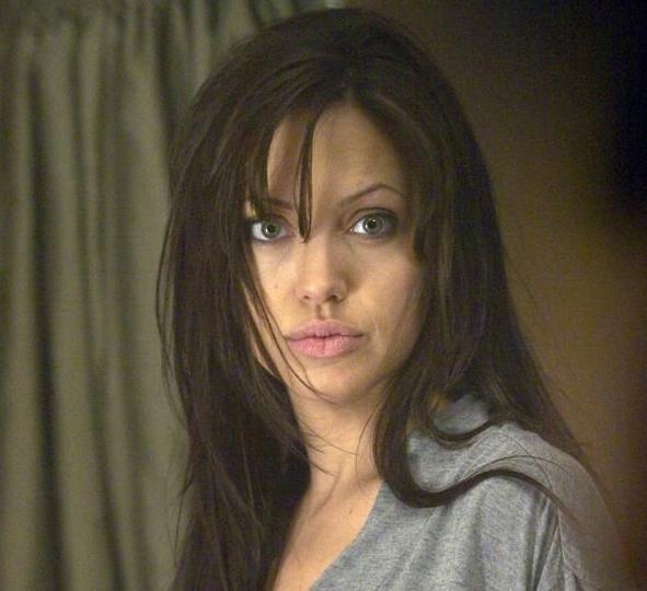 УАнджелины Джоли проблемы с…