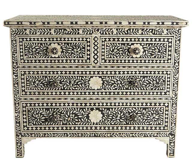 Специфичный мавританский интерьер содержит элементы марокканского и арабского стилей.