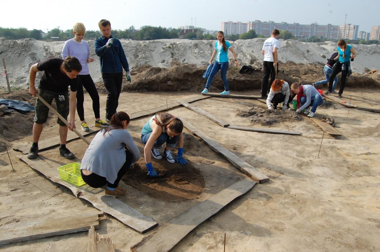 Строители раскопали в Бресте могильник германского племени