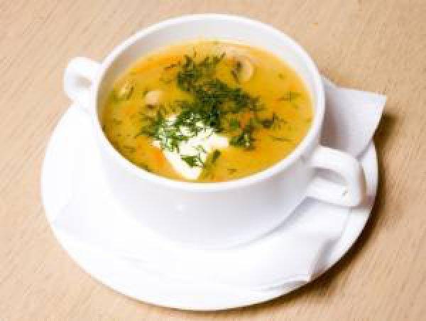 Готовый суп можно украсить зеленью