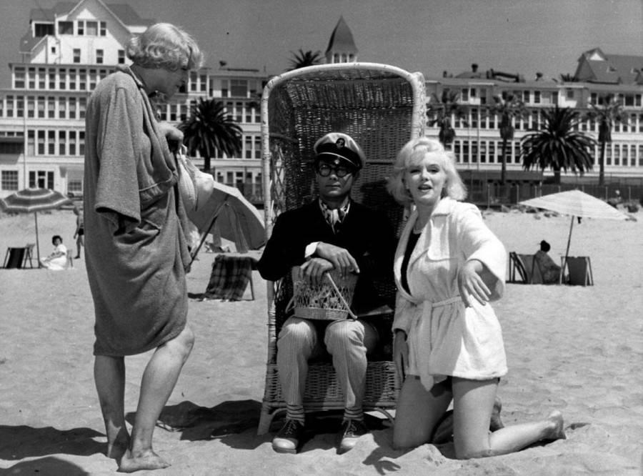 """Мэрилин Монро, Тони Кертис и Джек Леммон на съёмках """"В джазе только девушки"""". 1959 год"""