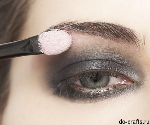Как делать макияж глаз5