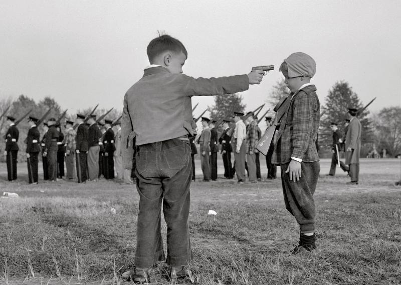Надо ли детям играть в войну?