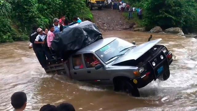 Самый лучший грузовик, пересекающий реку