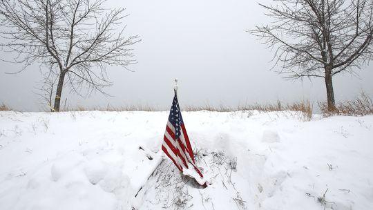 Удар стихии в США: «дождь из обломков деревьев и остатков от электролиний»