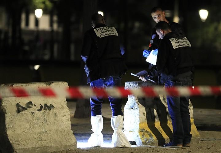 Мужчина с ножницами напал на прохожих в Париже: ранены два человека