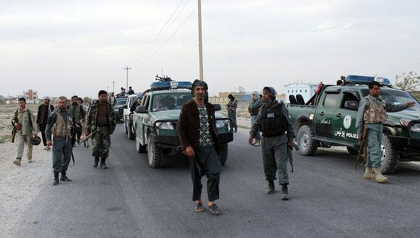Сотрудники сил безопасности Афганистана возле города Кундуз. Архивное фото