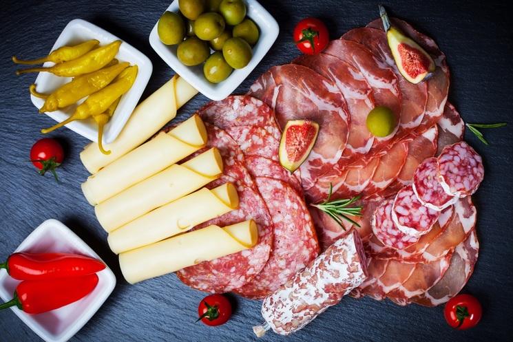 Чем нарезать колбасу и сыр красиво своими руками фото