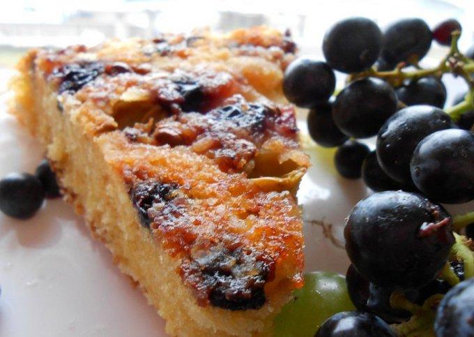 Медово-винный пирог с виноградом