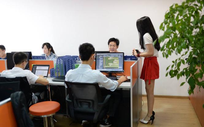 Китайские компании нанимают чирлидерш для программистов!