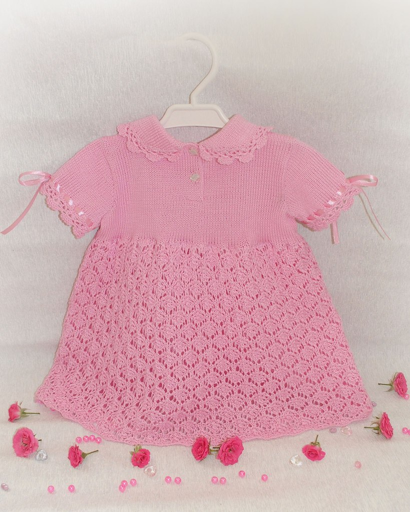 Очаровательное детское платьице с вышивкой