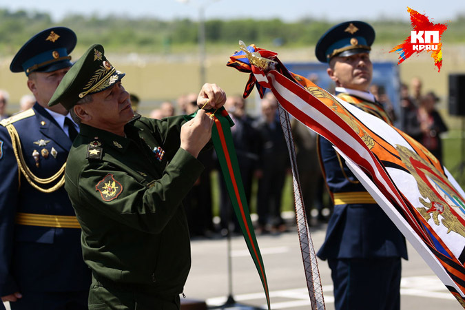 Сергей Шойгу наградил новороссийскую дивизию орденом Суворова