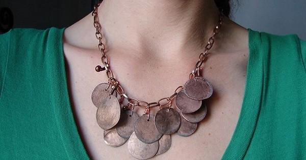 Монеты можно расплющить, стереть рисунок. Из таких плоских монет украшение выйдет необыкновенным… дизайн, креатив, монета, украшение