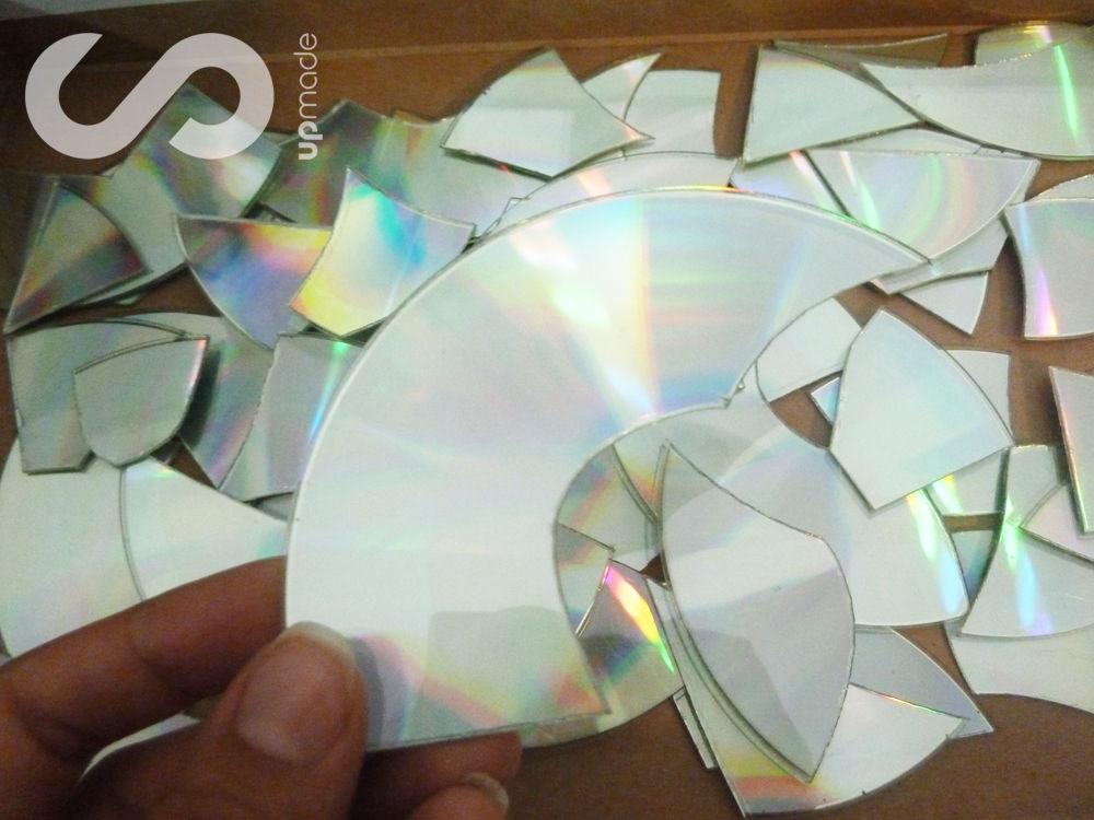 Декор стен из дисков своими руками 29