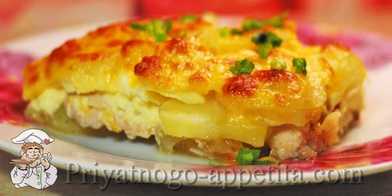 Картофельная запеканка с фаршем под соусом