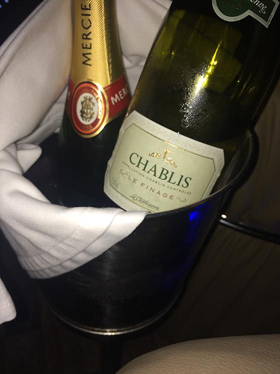 Вино Chablis Le Finage — 1500 рублей, шампанское Mercier — 1600 рублей