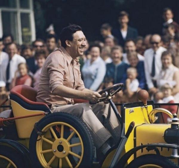 Юрий Никулин в Центральном парке культуры и отдыха им. М. Горького. 1972 год