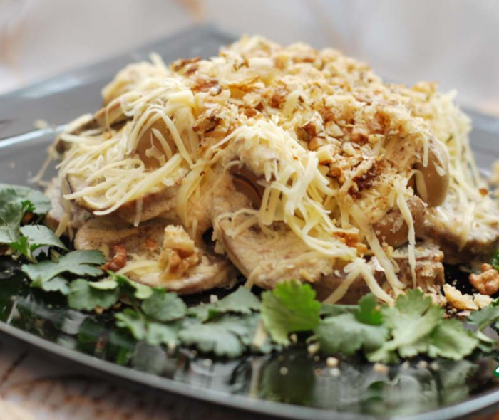 Тёплый салат с языком.  Фото: jrati.ru.