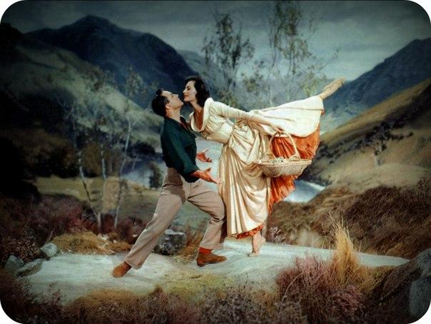 """Танец Джина Келли и Сид Черисс на холме из фильма """"Бригадун"""". 1954 год."""