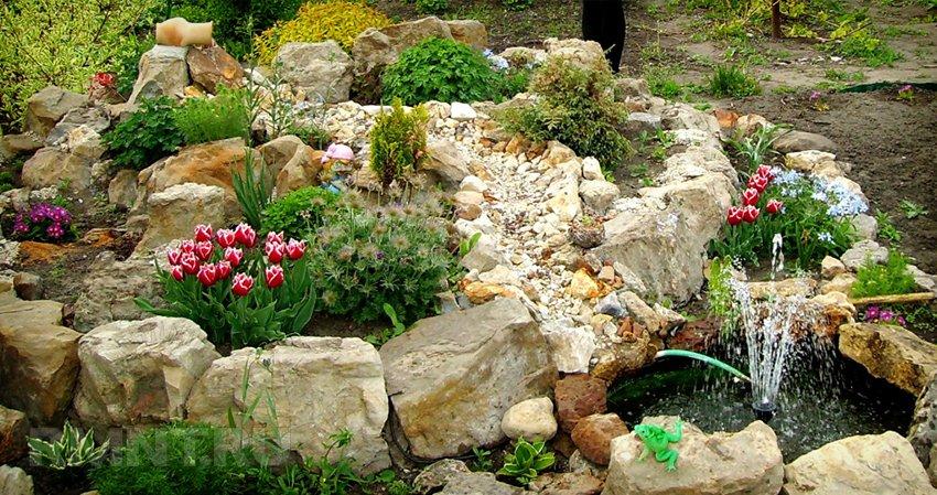 Цветочная горка из камней