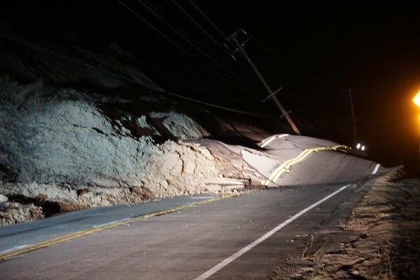 Началось:В районе разлома Сан Андреас произошло смещение почвы