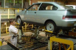 Продажи АвтоВАЗа в России за месяц выросли на 15,6%