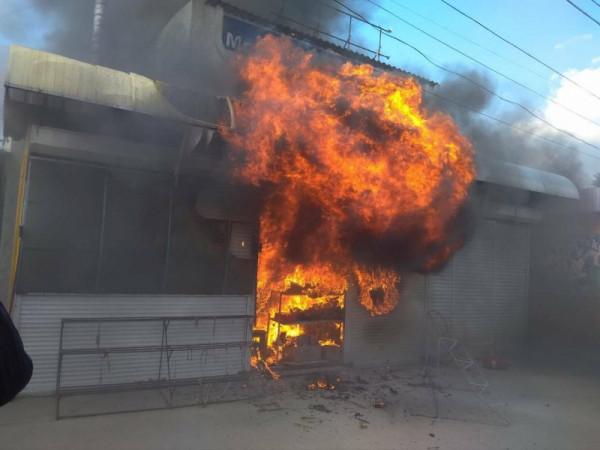 В Севастополе сгорел торговы…