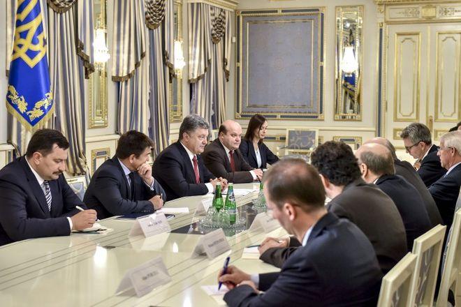 Обозреватель:Порошенко - России: за убийства украинцев придется заплатить