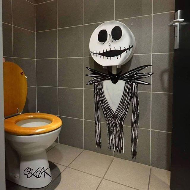 Немножко туалетного кошмара вандализм, граффити, инсталляция, искусство, мир, творчество, улица, художник