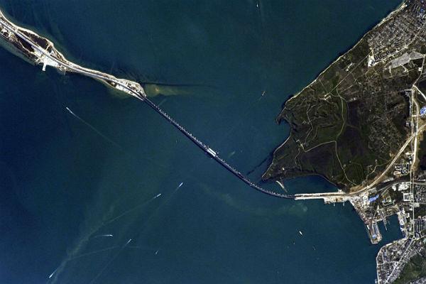 Росгвардия получила право задерживать у Крымского моста иностранные суда