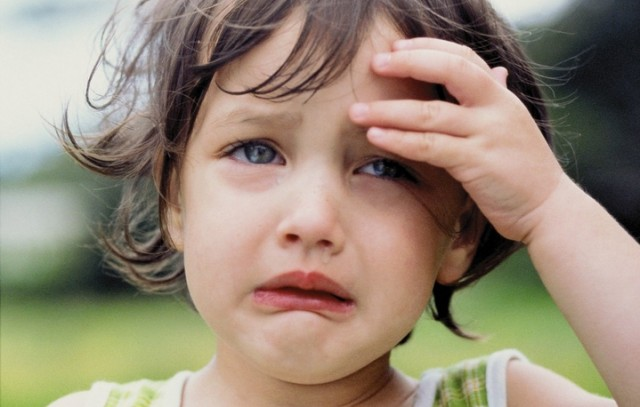 Почему плачет эта девочка, знаете? Такая кроха, а уже такие причины для слез! Видимо, у женщин это врожденное!