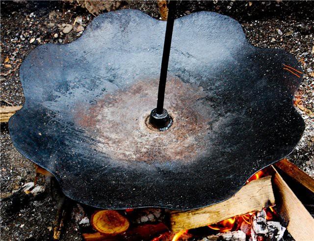 Походная тарелка еда, костер, мясо, тарелка