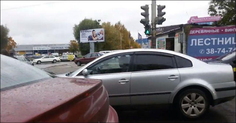 Пешеход прошел сквозь машину