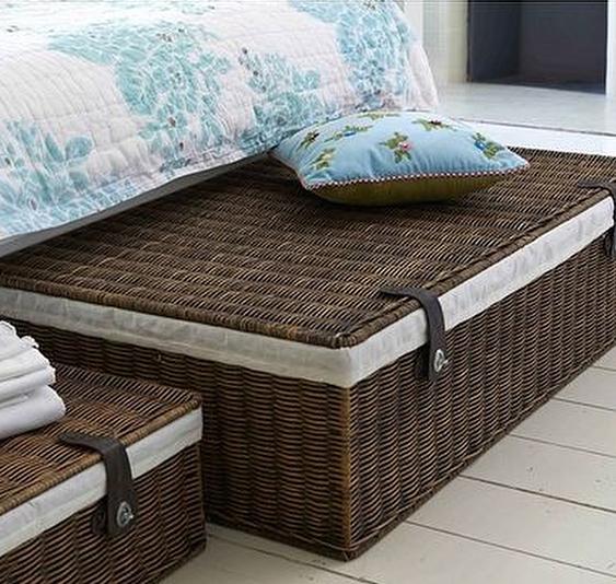 Где хранить вещи в маленькой спальне, если у вас нет гардеробной и большого шкафа