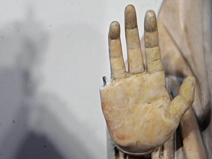 Сломанный палец и ещё 9 случаев невольного вандализма в музеях