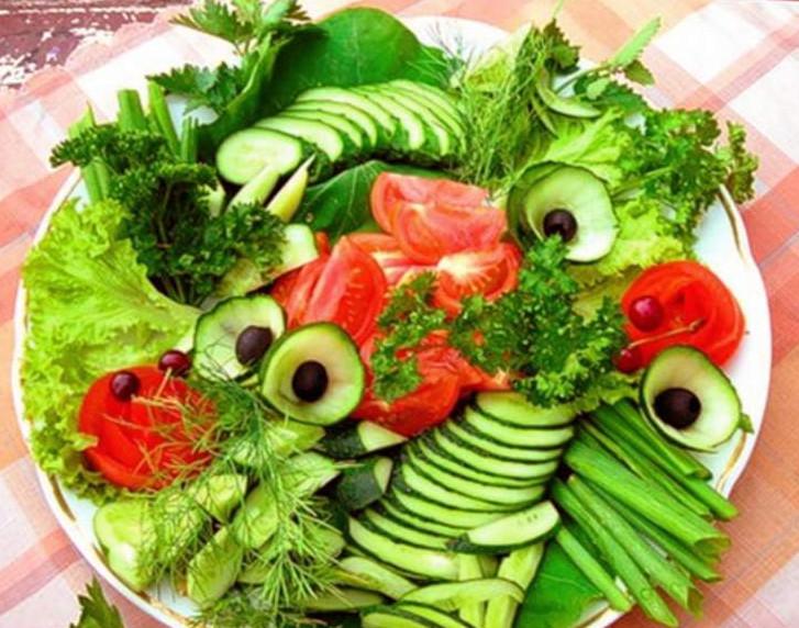 Салат из овощей оформление