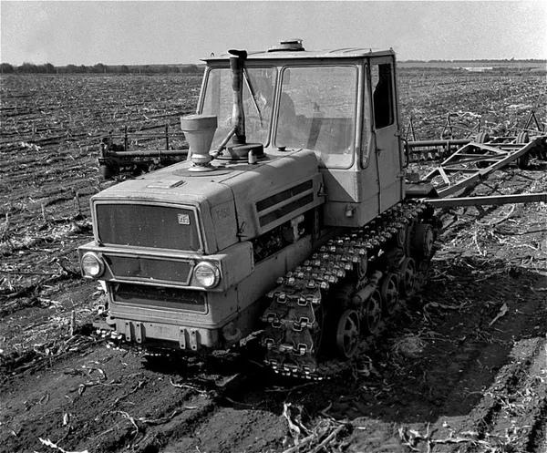 Гусеничный трактор Т150 на котором выполнялись любые планы