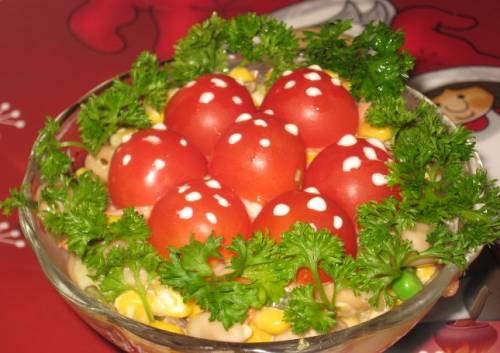 Салат с опятами «Мухомор» - рецепт с фото