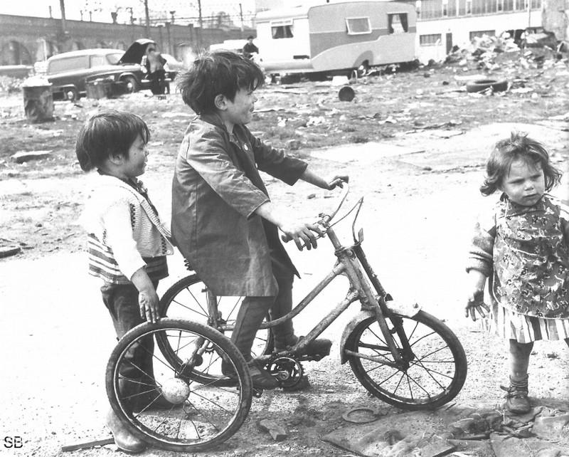 Обаяние трущоб Манчестера в фотографиях Ширли Бейкер 1960-х годов 27